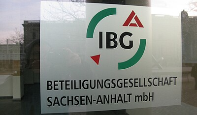 Firmenschild IBG am City-Carré.